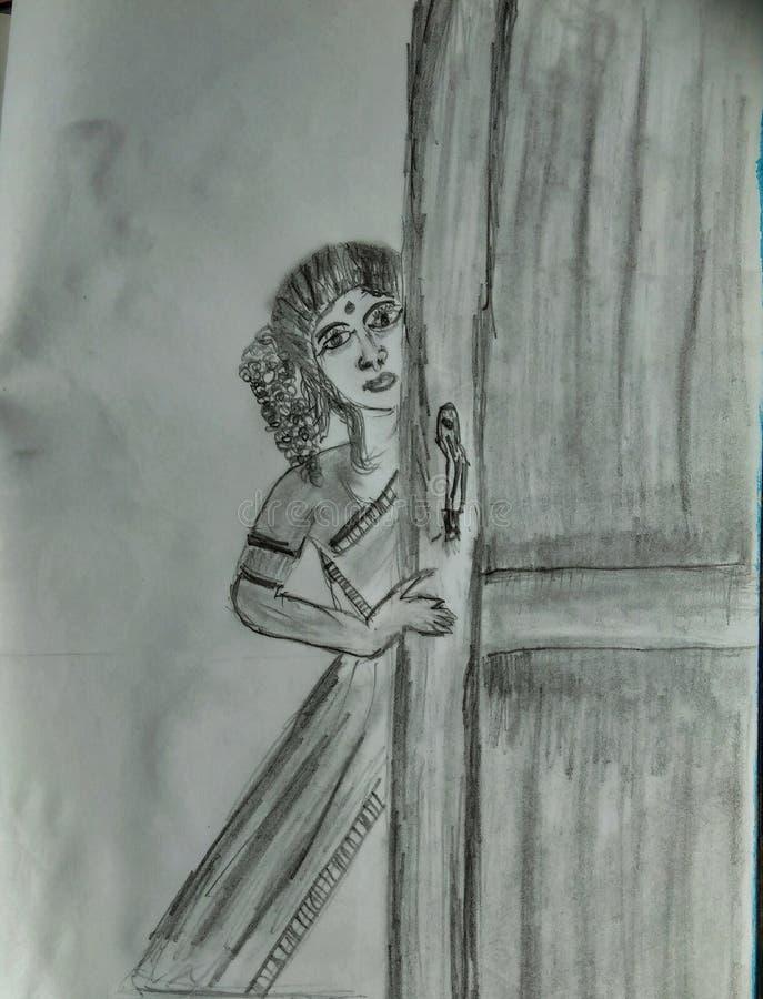 Femme regardant derrière la porte photographie stock libre de droits