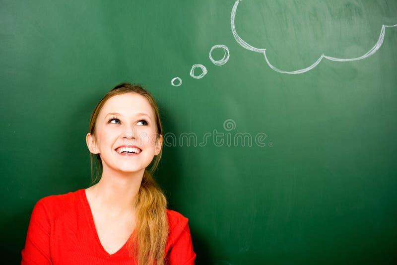 Femme restant à côté de la bulle de pensée photo stock