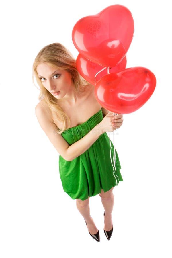 Femme restant avec trois ballons, première vue images stock