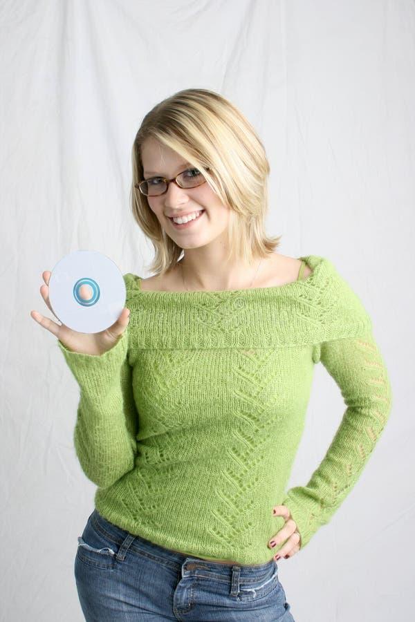 Femme retenant le CD blanc image libre de droits