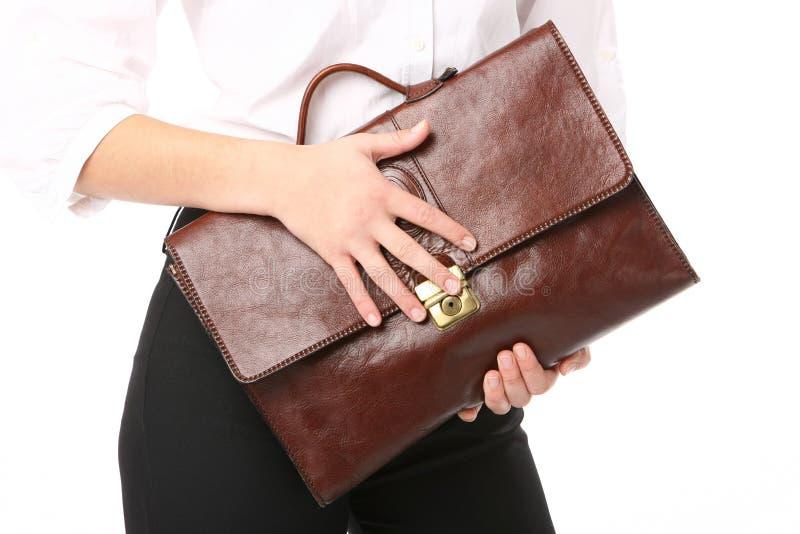 Femme retenant un sac photographie stock