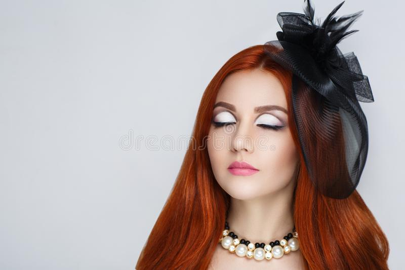 Femme rouge de cheveu photo libre de droits