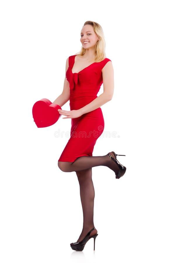 Femme rouge de robe tenant le boîte-cadeau images libres de droits