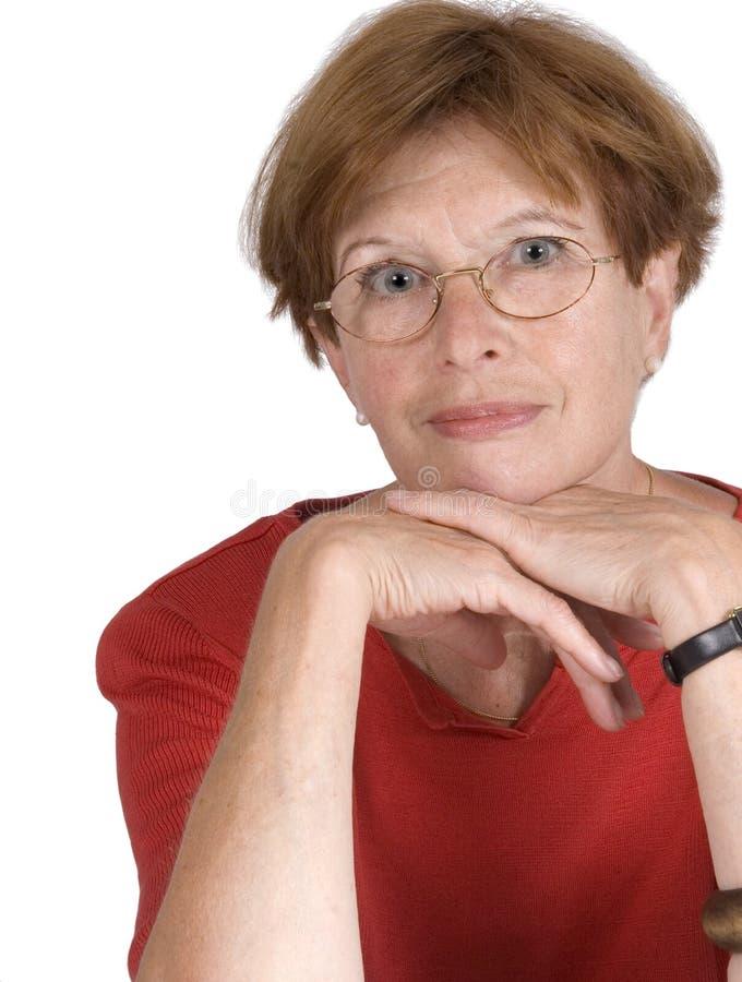 femme rouge moyen dirigé âgé photographie stock