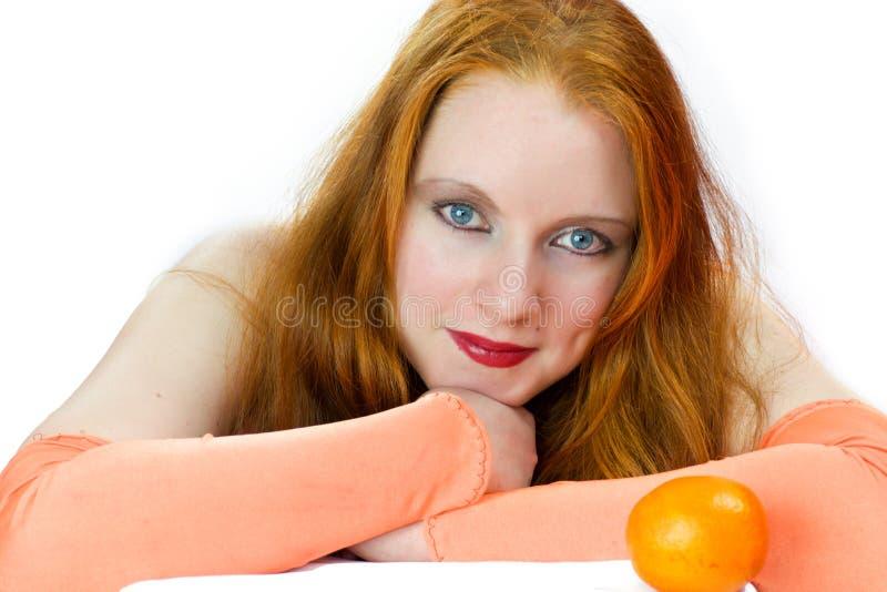 Femme rousse heureuse photo stock