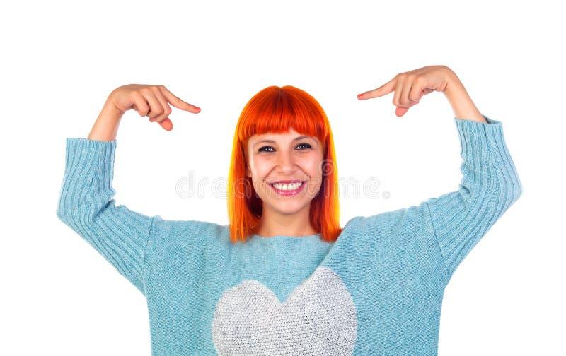 Femme rousse s'indiquant avec les doigts Choisissez-moi photographie stock