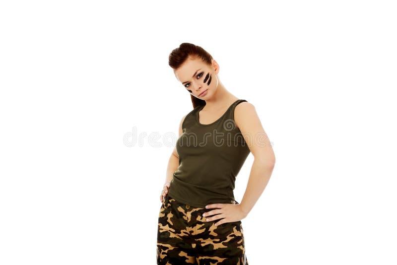 Femme sérieuse de jeune soldat de brune image libre de droits