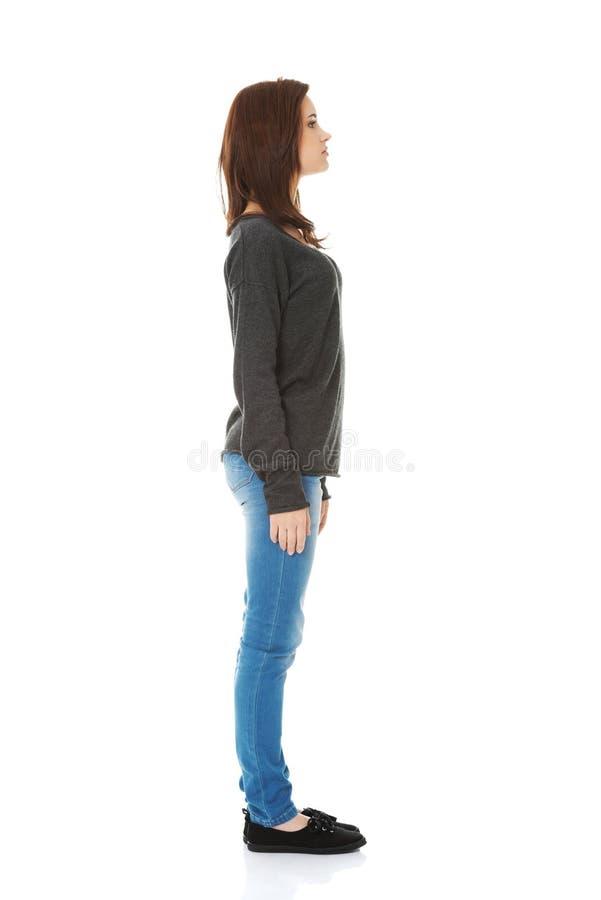Femme se tenant d'un côté photos libres de droits
