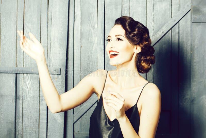 Femme sensuelle de sourire photos libres de droits