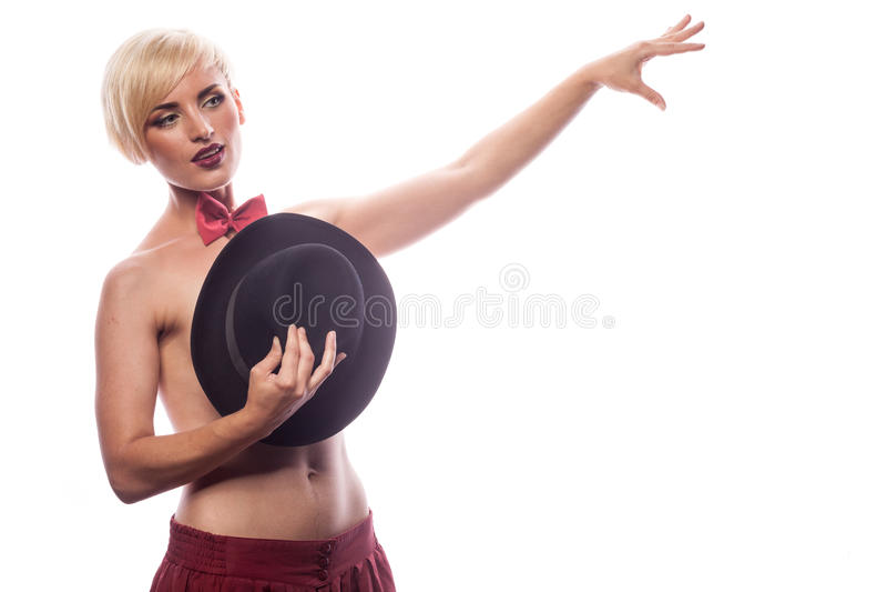 Femme sensuelle sexy couvrant ses seins de chapeau images libres de droits