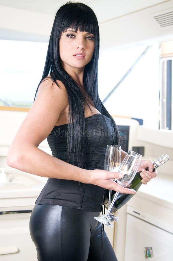 Femme sexy avec la bouteille de champagne en réception d'an neuf images libres de droits