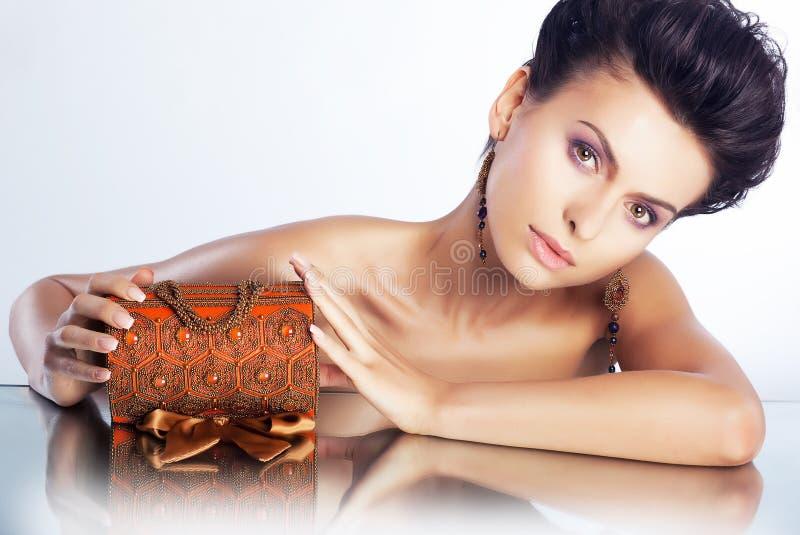 Femme sexy avec le cadre de luxe de bijou - peau propre image libre de droits