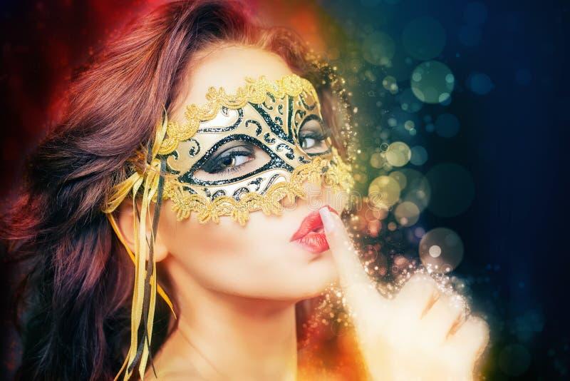 Femme sexy avec le masque de carnaval image stock