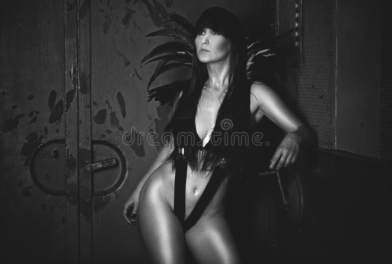 Femme sexy dans dénommer mystérieux photos libres de droits