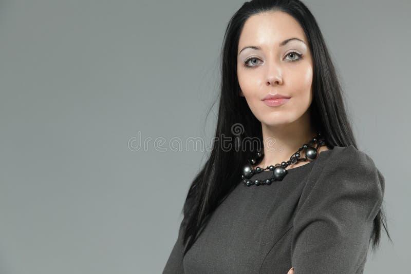 Femme sexy de brunette avec les languettes passionnées photos libres de droits
