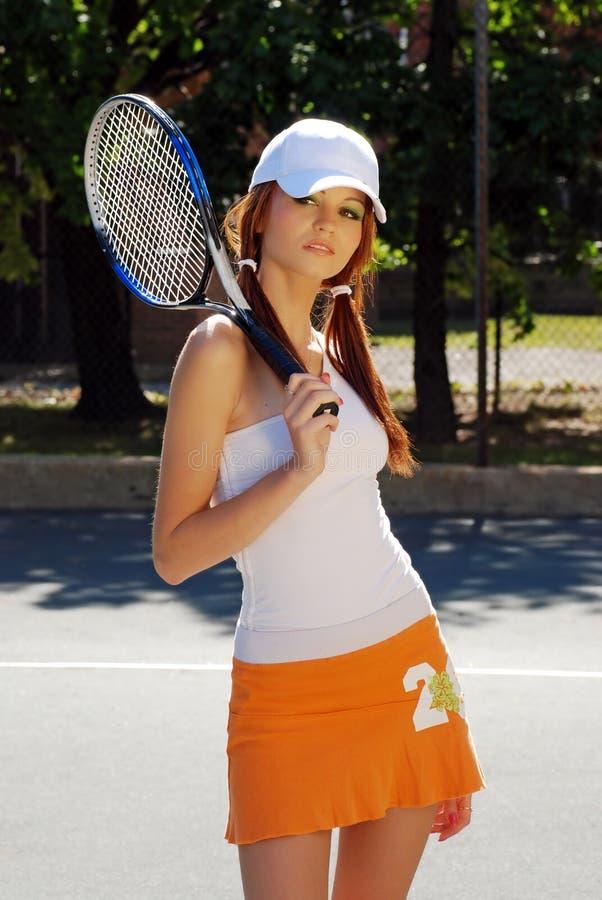 Femme sexy de brunette jouant des sports photo libre de droits