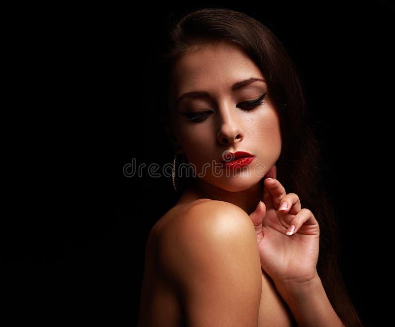 Femme sexy de charme regardant en bas du visage émouvant image libre de droits