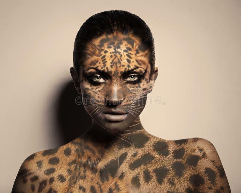 Femme sexy de léopard photo stock