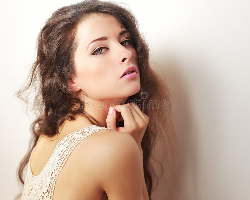 Femme sexy de maquillage avec de longs cheveux photographie stock libre de droits