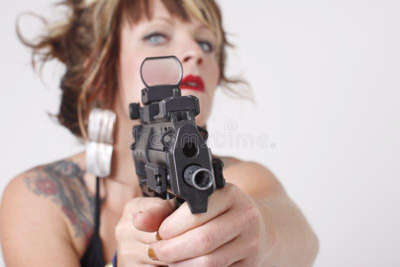 Femme sexy dirigeant un canon images stock