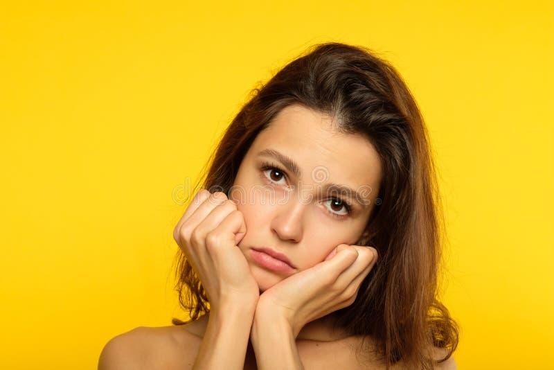 Femme sombre déprimée triste de bas esprit de visage d'émotion image stock