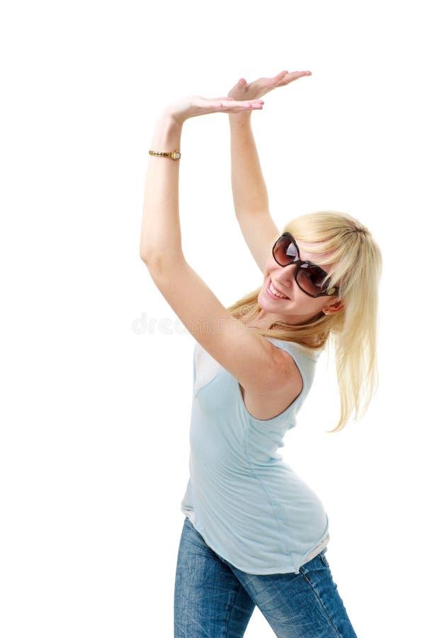 Femme soulevant quelque chose photographie stock