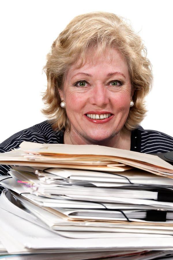 Femme souriant avec des écritures image stock