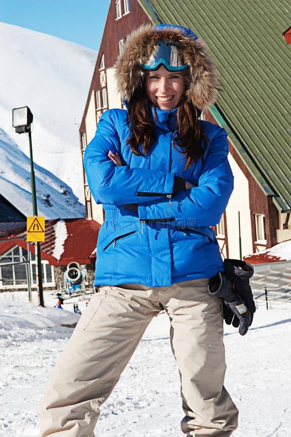 femme souriante de lunettes de soleil de ski photographie stock