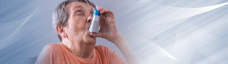 Femme sup?rieure ? l'aide d'un inhalateur Drapeau panoramique illustration stock