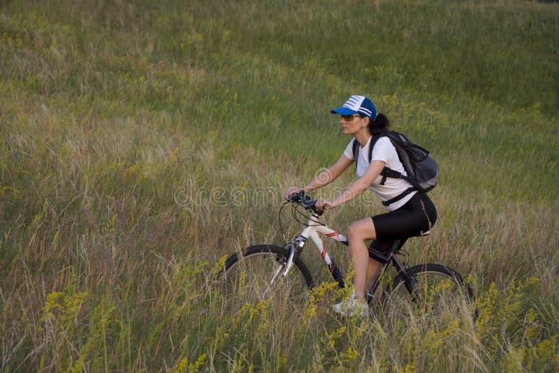 Femme Sur La Bicyclette Photo stock