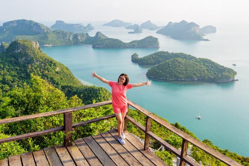 Femme sur la montagne maximale photos libres de droits