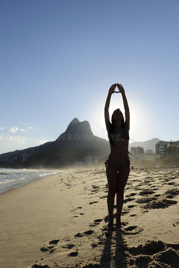 Femme sur la plage, Rio de Janeiro images stock