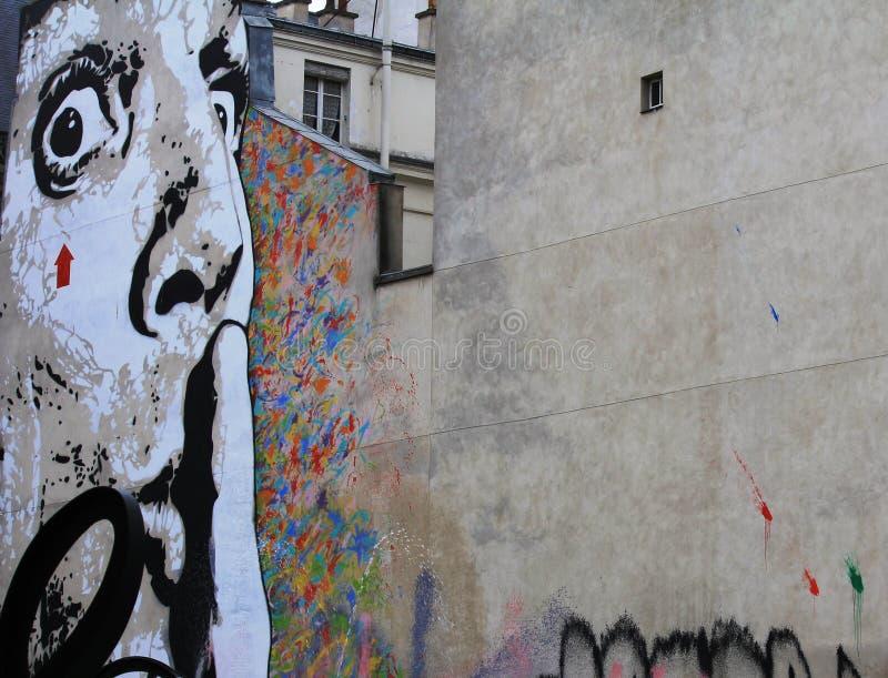 Femme sur le graffiti de rue à Paris, France photographie stock