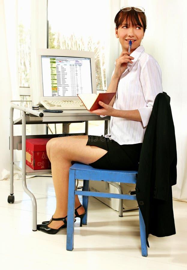 Femme sur le lieu de travail photographie stock