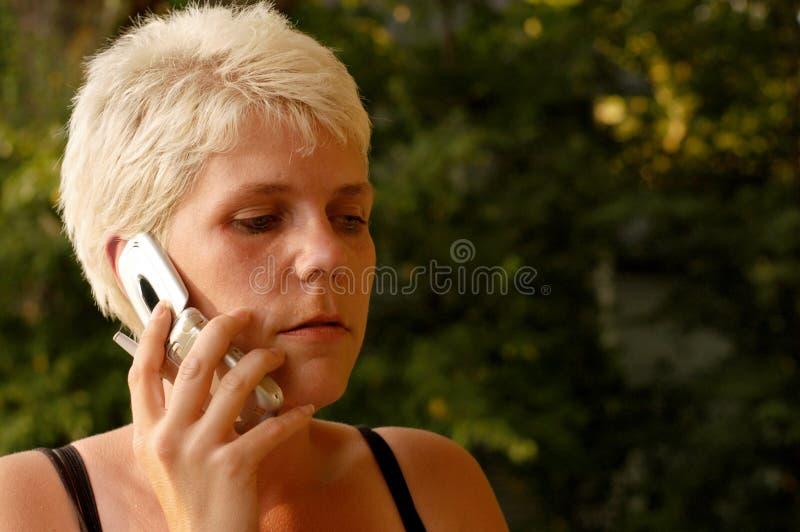 Femme Sur Le Téléphone Portable Photo stock