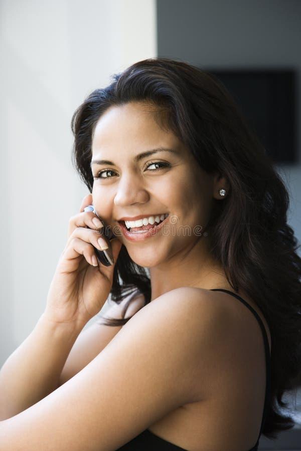 Femme sur le téléphone portable. image libre de droits