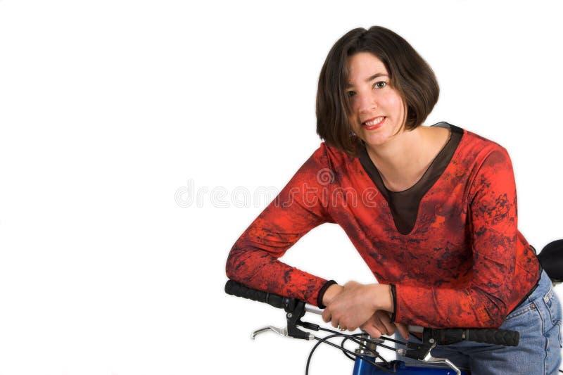 Femme sur le vélo image stock