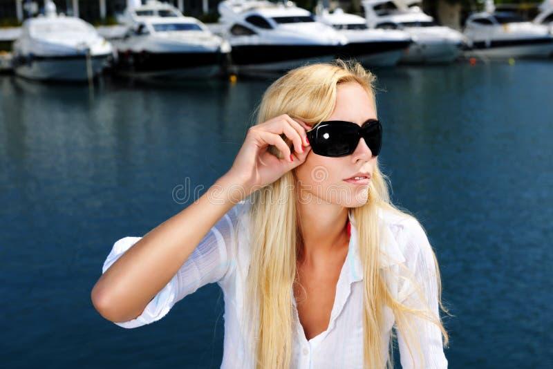 Femme sur le yacht photo libre de droits