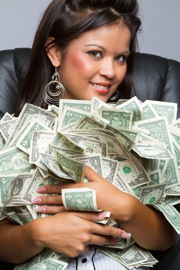 Femme tenant l'argent image stock