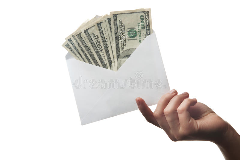 Femme tenant l'enveloppe images stock