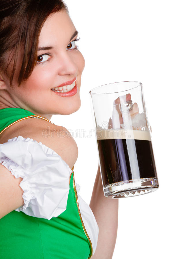 Download Femme tenant la bière photo stock. Image du glace, épaule - 87708602