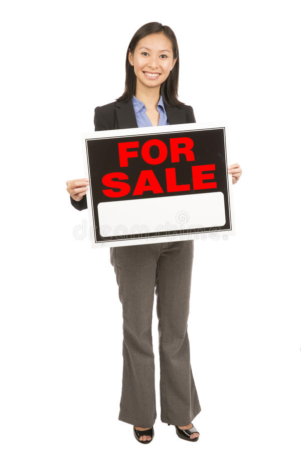 Femme tenant le signe de vente images libres de droits