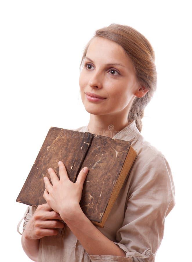 Femme tenant le vieux livre, d'isolement photo stock