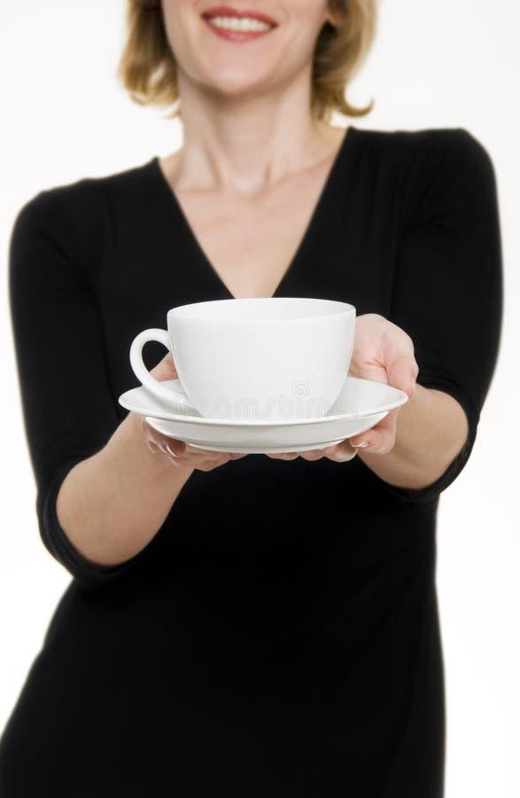 Femme/thé/café de offre de serveuse image libre de droits