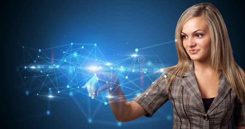 Femme touchant l'hologramme de Web photo libre de droits