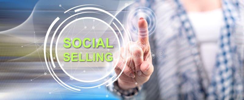 Femme touchant un concept de vente social photo stock
