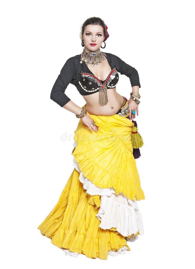 Femme tribale de danseur de beau ventre exotique photographie stock