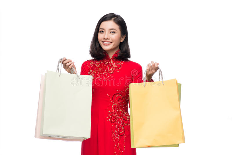 Femme vietnamienne avec du charme dans le holdin rouge d'ao Dai Traditional Dress photographie stock