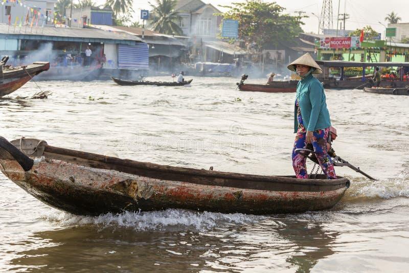 Femme vietnamienne chez Cai Rang Floating Market, Can Tho, Vietnam photo stock