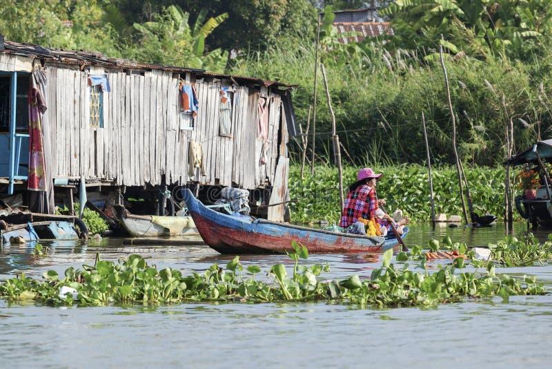 Femme vietnamienne sur le bateau image stock